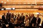 Die Teilnehmer besuchen das Europäische Parlament und bekommen die Möglichkeit eines Abgeordnetengespräches während des Wahlkampfes