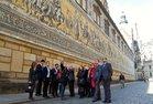 Besuch der Altstadt von Dresden - der Fürstenzug beeindruckt die Teilnehmer